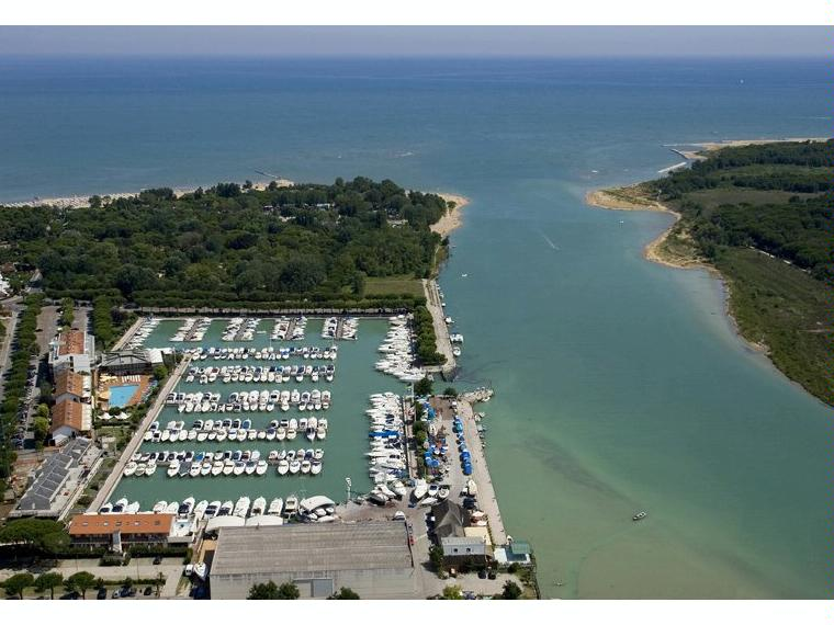 Amarre en alquiler a o en pto marina uno lignano for Bagno 5 lignano riviera
