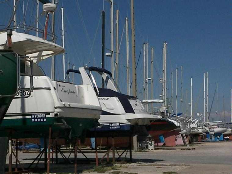 Amarres en seco en bocas del r dano cosas de barcos - Navy service port st louis du rhone ...