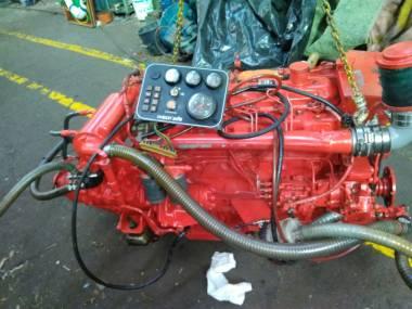 motor marino iveco de 170 C.V tarado a 64 C.V con reductora o caja 3:1 eje y helice Motores