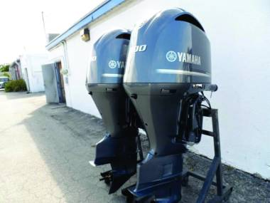 2017 Used Pair Yamaha 300HP 4-Stroke Outboard Motor Engine Motores