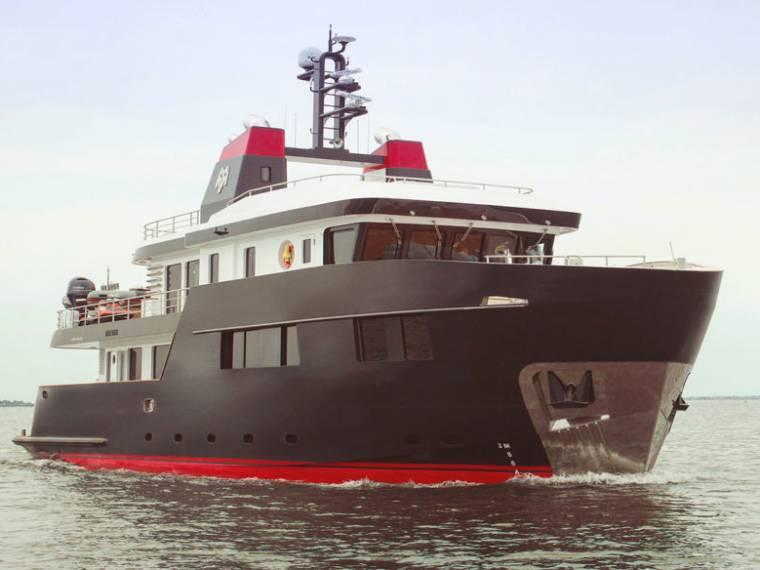 Ocean King Explorer Classic 100 Yate a motor