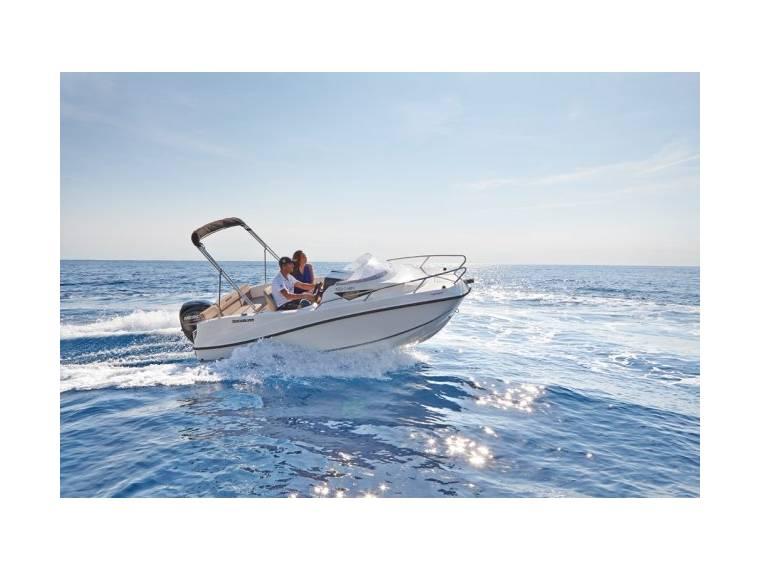 Quicksilver Activ 455 Cabin Embarcación cabinada
