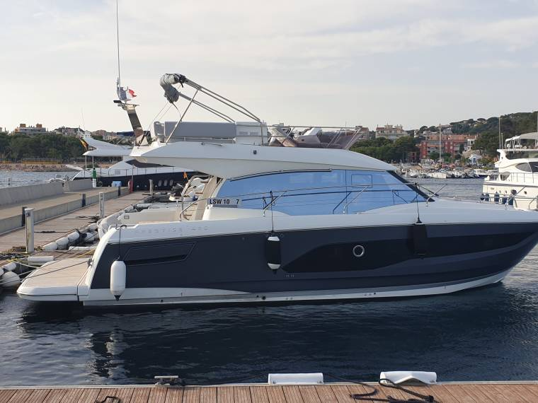 Yachts  420 FLY