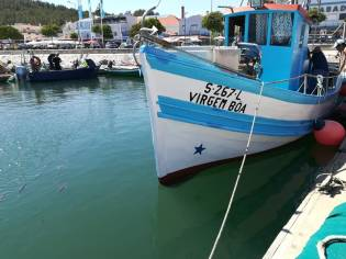 barco de pesca local