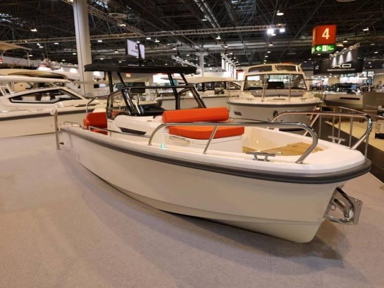 T8 Ausstellungsboot