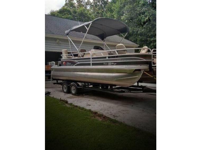 22 DLX Fishin' Barge