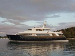 Ferretti Yachts Custom Line Navetta 30