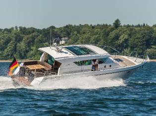Delta Powerboats 400 SW