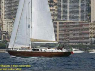 Crucero de madera clásico y moderno