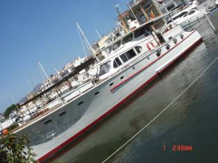 MOTOR YACHT USA   HABITABLE AVEC PLACE POSSIBLE