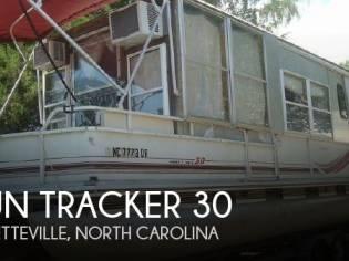 Sun Tracker Party Hut 30