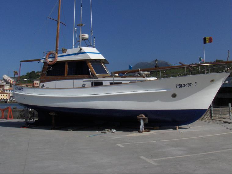 De madera en puerto de ribadesella barcos a motor de - Casa de madera de ocasion ...