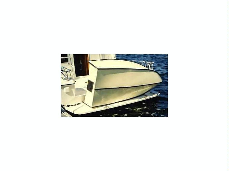 Porta bote en cn vilanova i la geltr neum ticas de - Barca porta bote ...