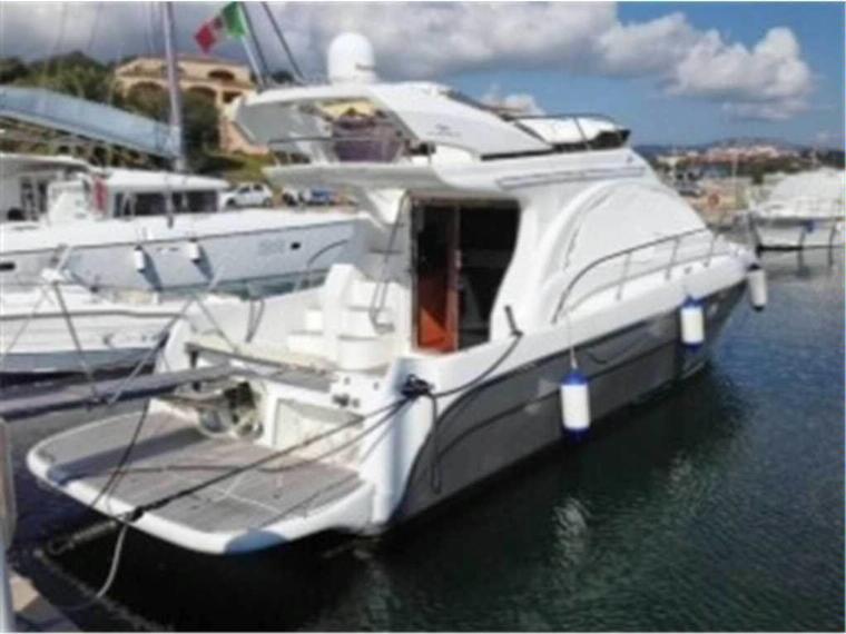 Intermare 43 3 cabine en italia embarcaciones de for Cabine del lago hyatt