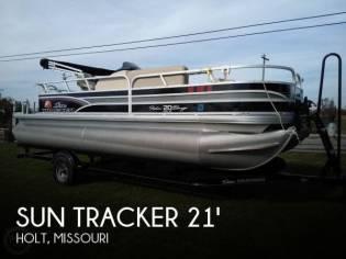 Sun Tracker Fishin Barge 20 DLX Signature
