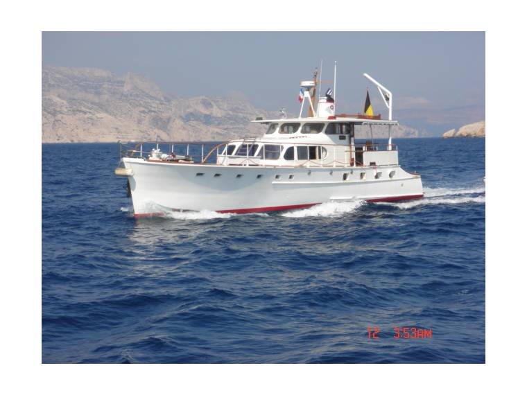 MOTOR YACHT DES USA 19m   PLACE DE PORT POSSIBLE