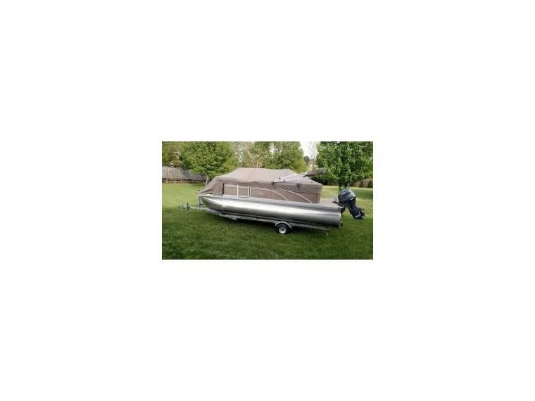 20SLX Pontoon Boat