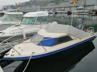Glastron Boats Laraya