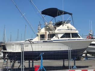 Bertram 28 Flybridge Cruiser