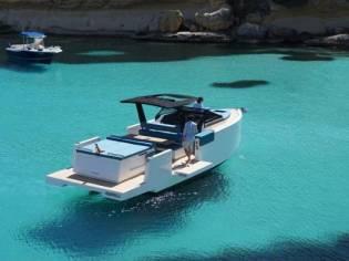 De Antonio Yachts 33 cruiser