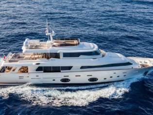 Ferretti Yachts Custom Line Navetta 33 Crescendo