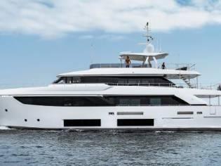 Ferretti Yachts Custom Line Navetta 33