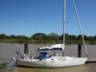 First 375 Admiral's Petit Tirant d'Eau