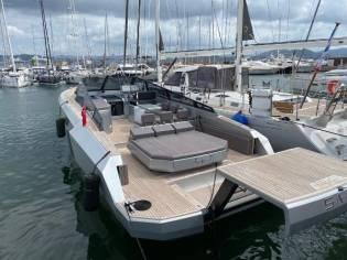 Evo Yachts R4