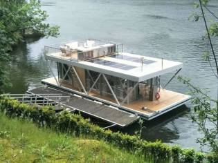 Houseboat FLOATWING HOUSE BOAT