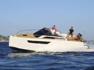 Nuva Yachts / Nuva M8