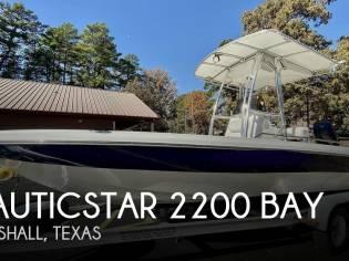 NauticStar 2200 Bay