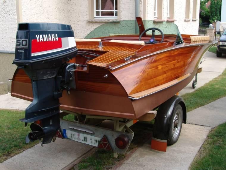 Motorboot im ausgezeichneten Zustand