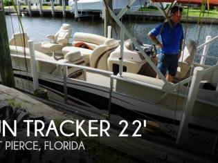 Sun Tracker 22 Party Barge Regency Edition