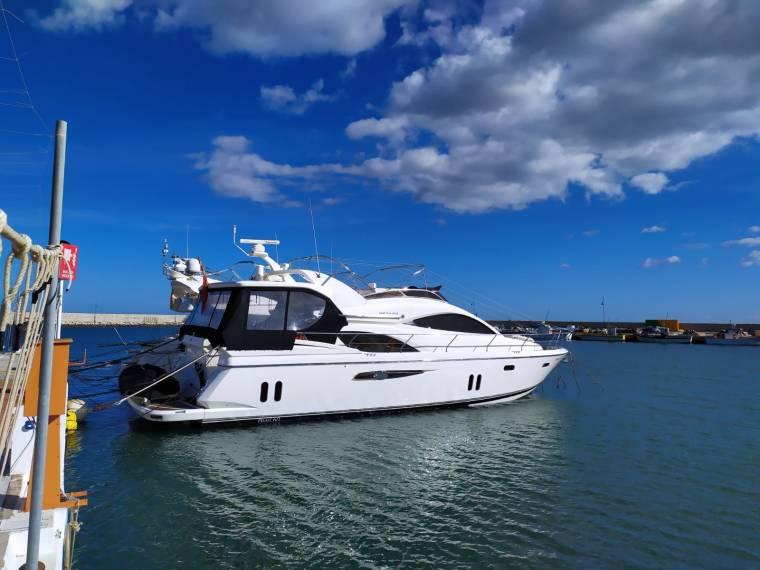 Pearl Motor Yacht 60
