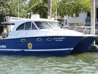 Glacier Bay 3480 power catamaran