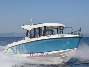Quicksilver 805 Captur pilothouse