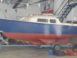 Mirror Offshore MK-I, 6m. Y Colvic SaltyDog 8m.