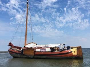 Barge Skutsje