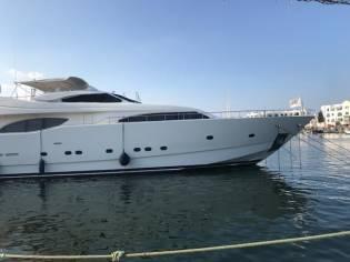 Ferretti Yachts 94