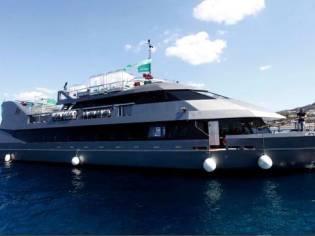 Commercial Catamaran Restaurant Club