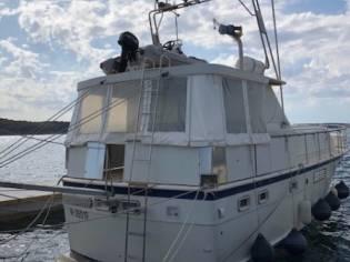 Hatteras Yachts  Hatteras 43