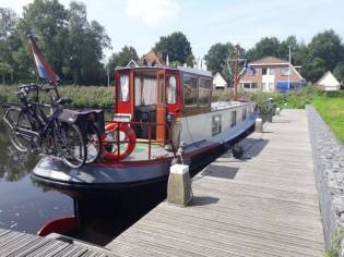 Luxe moter Live aboard Barge