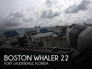 Boston Whaler Outrage 22 Cuddy