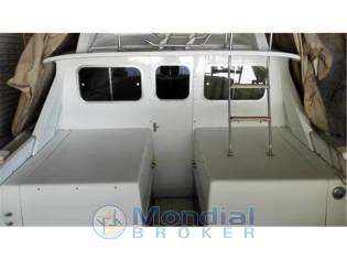 Bertram yacht 31 flybridge