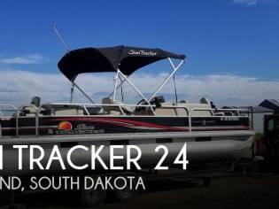 Sun Tracker 24 DLX FIshin Barge
