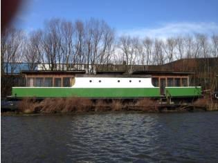 großes 23 m x 7 m Hausboot (umgebaute Fähre)