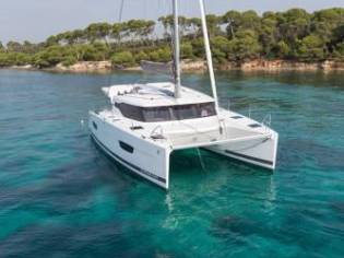 Fountaine Pajot Lucia