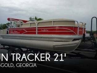 Sun Tracker 20 DLX Party Barge