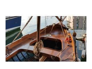 gozzo in legno a vela latina