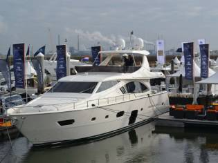 Yachts 750 fly